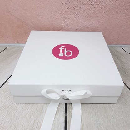 Family Bakery cupcake box