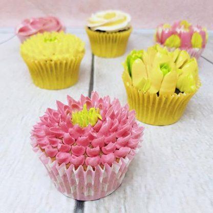 kvetinove cupcakes zlute ruzove jirinky