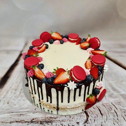 Drip cake s makronkami